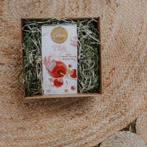 Ceilonas melnās tējas dāvanu komplekts ar tēju ar ķiršu sulu